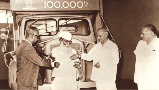 1965 - The owner of the first Mercedez Benz Diesel Truck,Sardar Kartar Singh is presented with the key of the 100000th Truck
